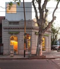 Javier Esteban, Romina Tannenbaum, Mario Tannenbaum arquitectos. Almacén orgánico Meraviglia. CABA, Argentina. 2009.