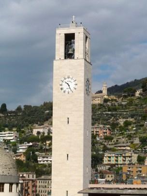 Torre Campanaria de la iglesia de San Giovanni Bono, Recco, Liguria, Italia.