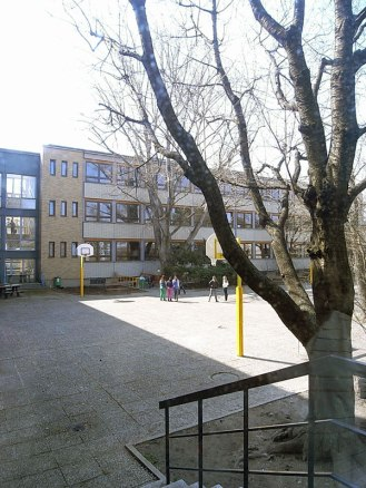 Elise Sundt, Colegio en calle Roda Roda Gasse 3, Viena.