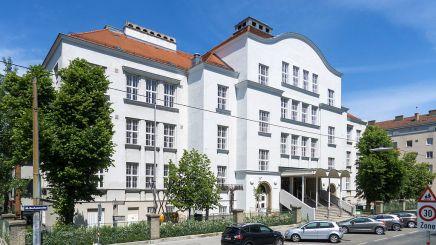 Ilse Koci, colegio Schulzentrum, Viena, 1980-1986