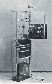 Truus Schröder y Gerrit Rietveld, Armario para radio