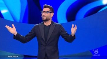 Scherzi a parte – Sesta e ultima puntata del 17/10/2021 – Con Enrico Papi su Canale 5.