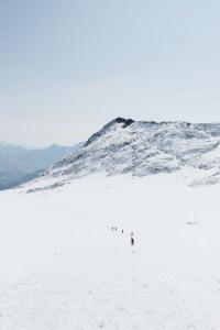 vue sur les montagnes depuis le glacier du vignemale