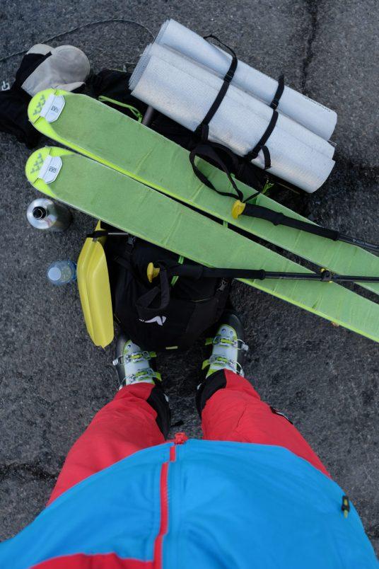 ski de randonnée sur le parking du col du pourtalet
