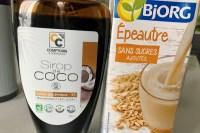 partie des ingrédients de la recette de smoothie vert : sirop de coco et lait d'épeautre