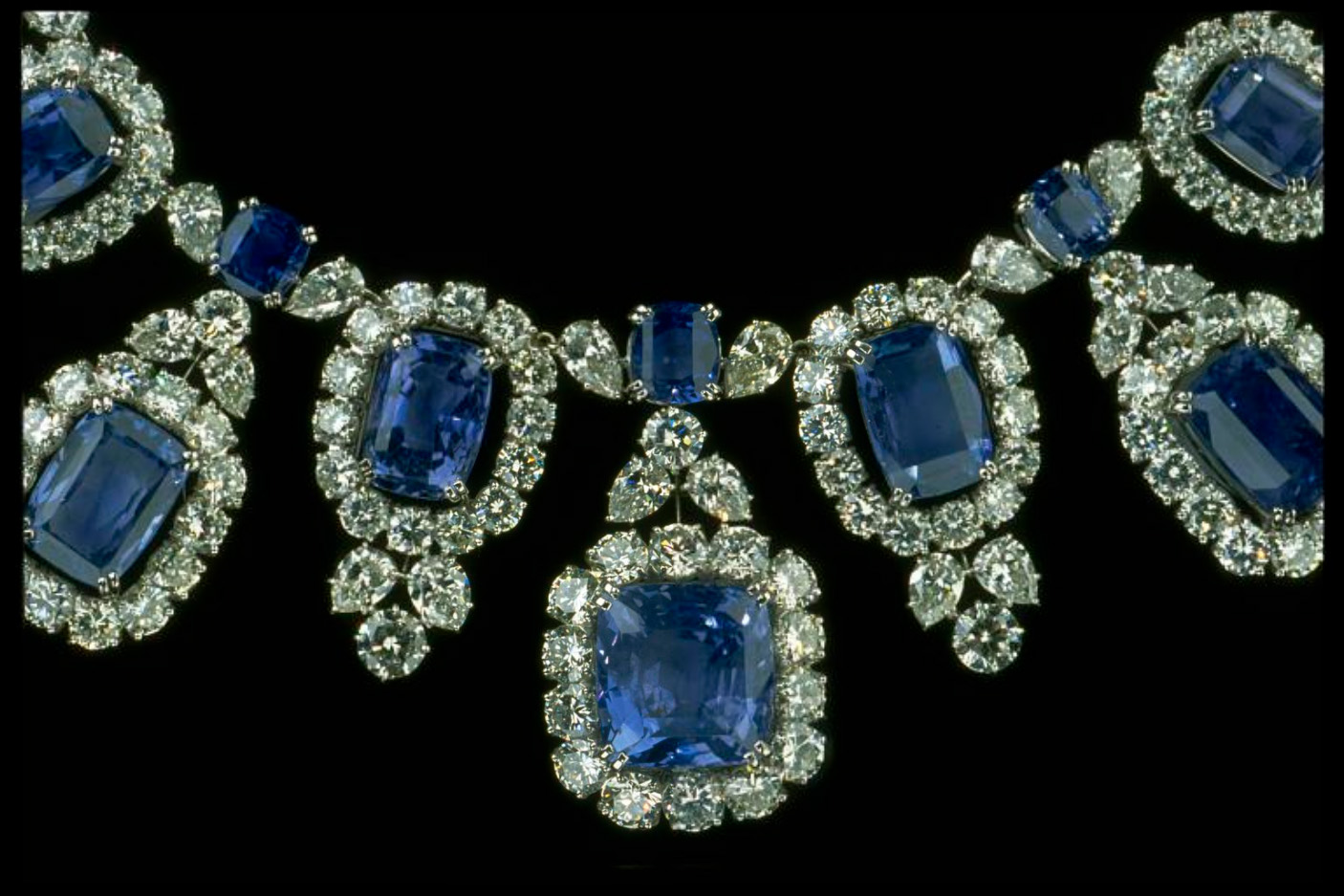 birthstone-september-sapphire-blue-hall-necklace