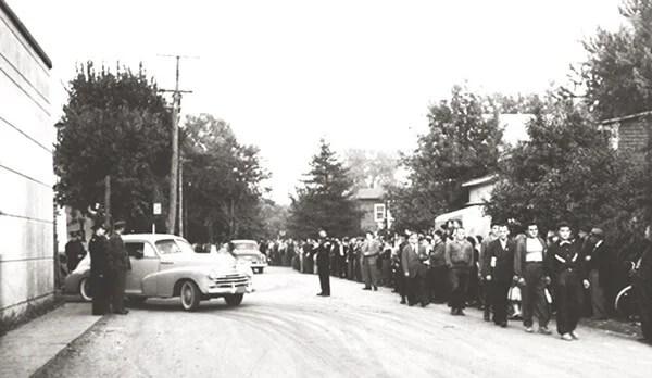 Grève Associated Textile de Louiseville, 1952-1953. Ce conflit, qui oppose l'Associated Textile à ses employés, éclate à la suite d'un vote presque unanime -700 sur 716- des travailleurs. Les points en litige sont la reconnaissance syndicale et la si