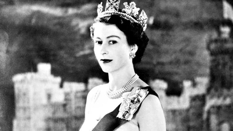 Elisabeth II à son couronnement