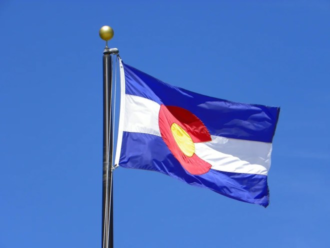 le drapeau du colorado un 1er août