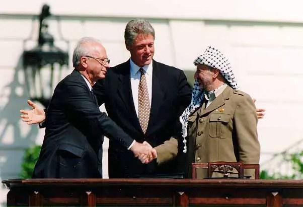 Bill_Clinton,_Yitzhak_Rabin,_Yasser_Arafat_accords oslo