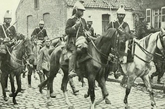 cavalerie française et prisonniers allemands