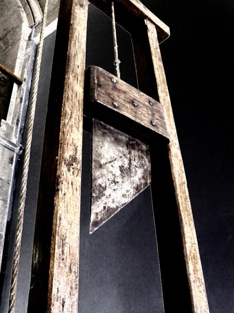 guillotine photo