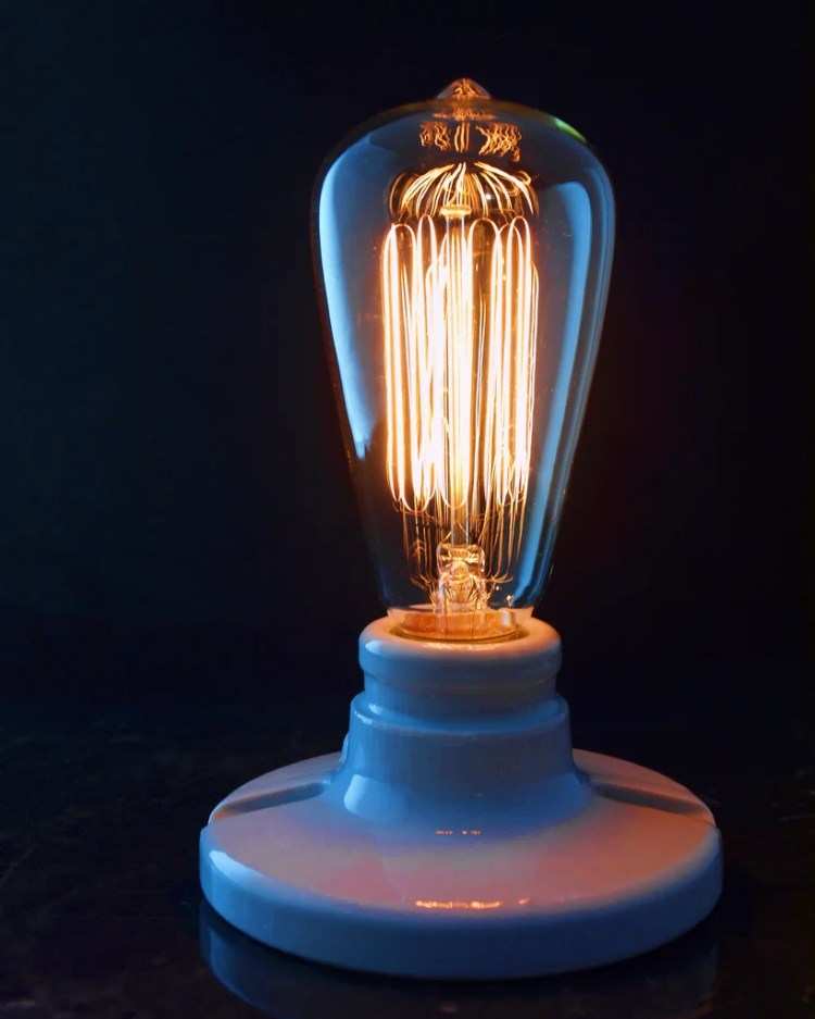 edison lamp photo