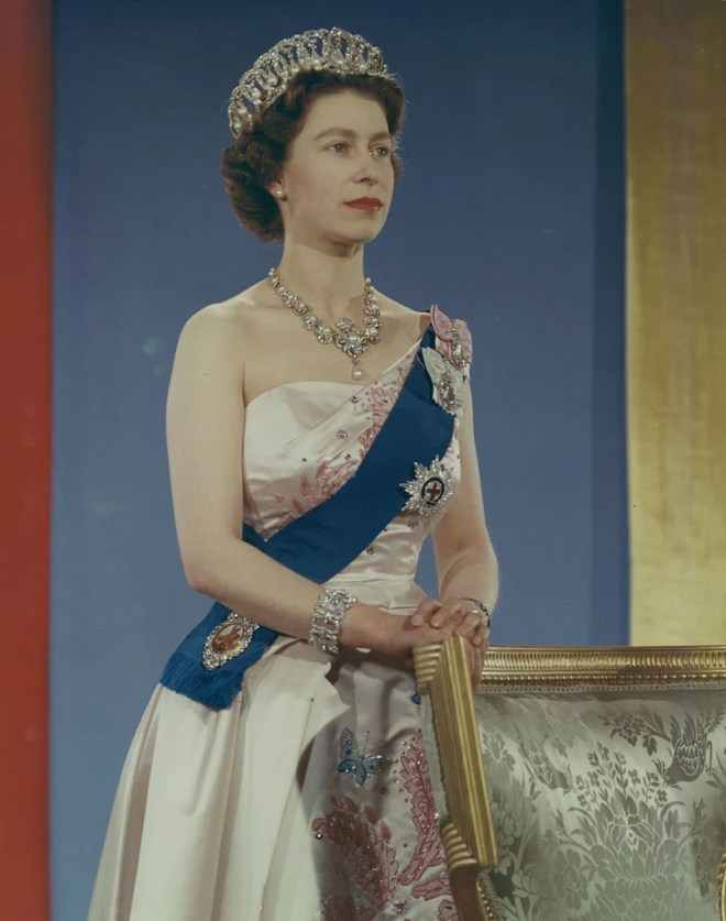 elizabeth ii wedding photo