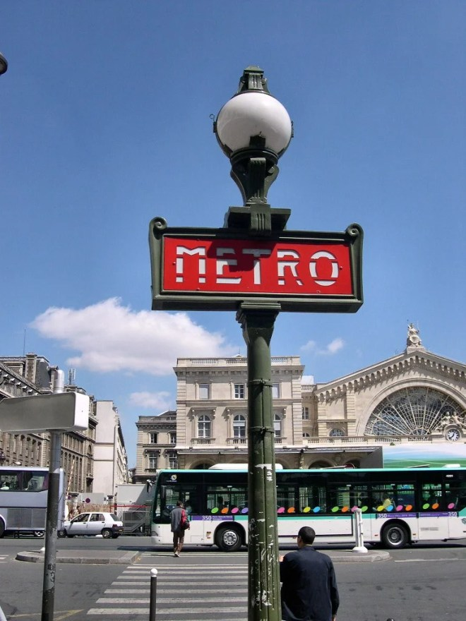 metro paris photo