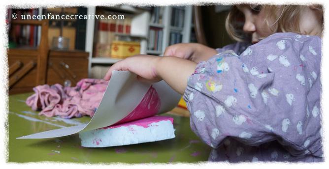 Soulever la feuille de papier
