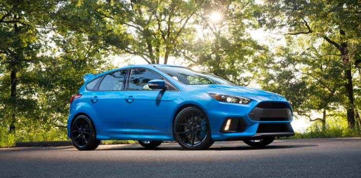 The wide, muscular stance of the all-new 2016 Focus RS is emphasized by lower wings and large outboard openings on each side of the car, which feed the brake cooling ducts and house vertically mounted fog lamps.