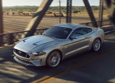 ford-mustang-2018-dynamique-gris