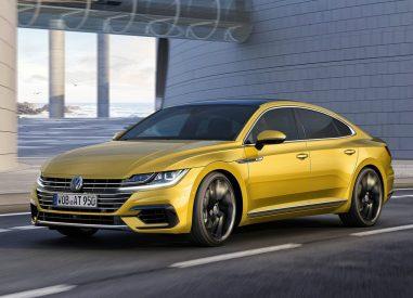 Volkswagen Arteon dynamique jaune ville