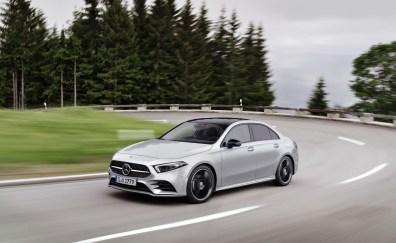 Mercedes Classe A berline 2018 avant dynamique route feux