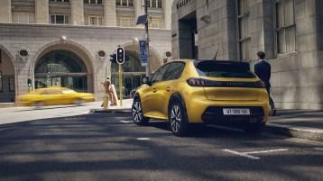 Peugeot 208 2019 arrière feux jaune
