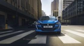 Peugeot e-208 avant feux calandre logo