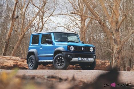 Suzuki Jimny profil avant calandre bleu