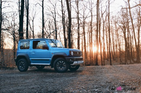Suzuki Jimny bleu jantes statique 4X4