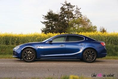 Maserati Ghibli profil jantes bleu