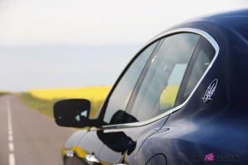 Maserati Levante 2019 détail toit logo rétroviseur bleu