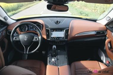 Maserati Levante intérieur volant écran sièges