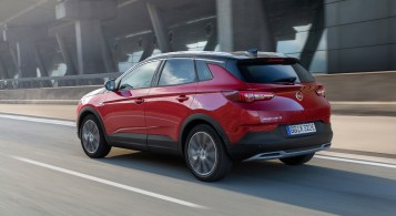 Opel Grandland X Hybrid4 arrière échappement bouclier