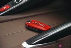 Ferrari GTC4 Lusso intérieur carbone clé cuir