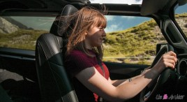 Essai Jeep Wrangler Unlimited Rubiconune fille au volant marie lizak intérieur