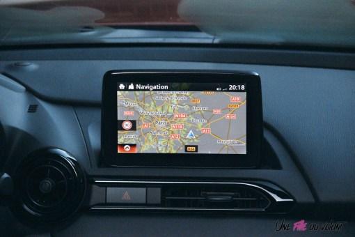 Essai Mazda MX-5 intérieur écran tactile navigation