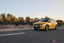 Essai Peugeot 208 2019 jaune faro statique profil