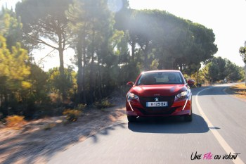 Essai Peugeot e-208 2019 électrique rouge élixir citadine