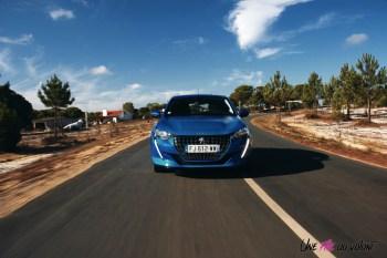 Essai Peugeot 208 2019 face avant bleu vertigo dynamique essence citadine capot