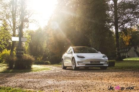 Essai Tesla Model 3 Performance 2019 statique face avant voiture électrique