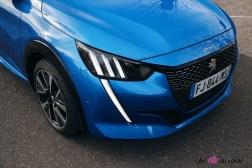 Comparatif Peugeot 208 0167 face avant capot calandre feux