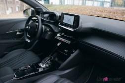 Comparatif Peugeot 208 0179 intérieur GT Line volant écran