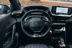 Comparatif Peugeot 208 0183 volant écran combiné
