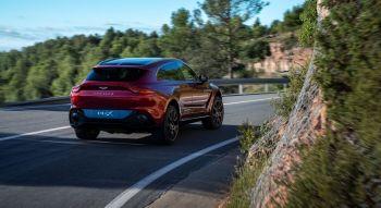 Aston Martin DBX 2019 SUV arrière feux Vantage