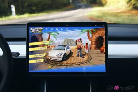 Essai Tesla Model 3 Performance 2019 écran beach buggy racing jeu