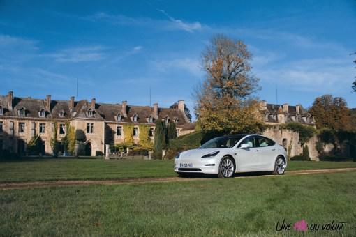 Essai Tesla Model 3 Performance 2019 berline électrique blanc nacré jantes