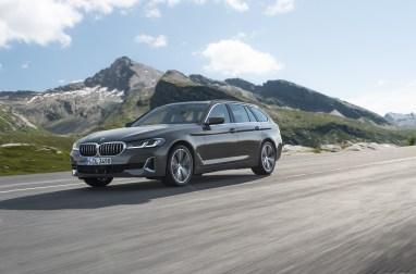 Photos BMW Serie 5 restylee 2020 break touring face avant