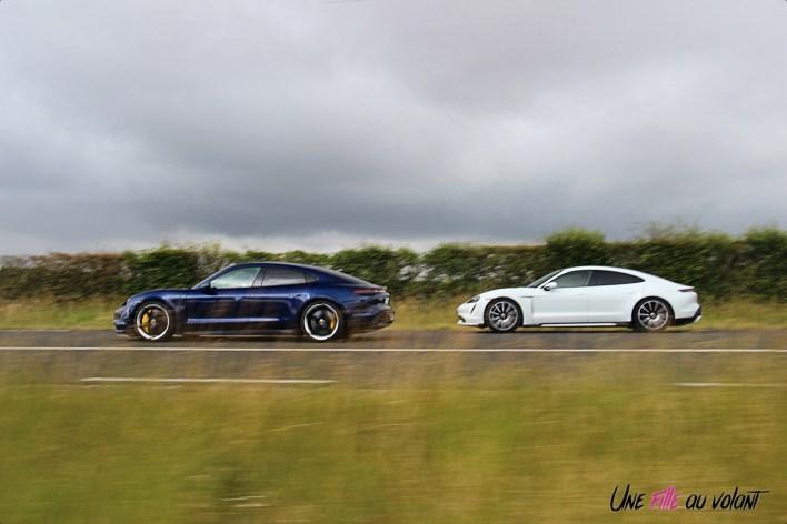 Photo Porsche Taycan Turbo S 2020 bleu blanc