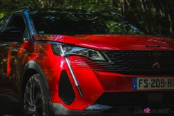 Photo face avant statique Peugeot 5008 restylée 2020