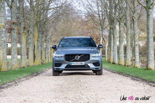 Photo face avant statique Volvo XC60 T6 hybride 2020