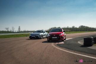 Photo comparatif Toyota GR Yaris et Toyota GR Supra 2021 virage